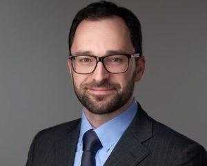 Pásztor László 2005-ben végzett közgazdászként a Pécsi Tudományegyetemen, adótanácsadói bizonyítványát 2007- ben szerezte meg. 2011-ben a közvetlen adók területén nemzetközi adószakértő címet nyert el. Több, mint egy évtizede foglalkozik nemzetközi adózással és transzferárazási kérdésekkel. A TranszFAIRár című könyv társszerzője, a TP GROUP társalapítója, szakmai vezetője. 2017-től a KONDOR Csoport Partnere.