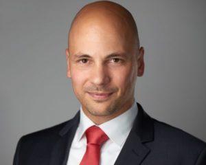 Kondor Bence Barnabás 2002-ben végzett jogászként. A PhD képzéssel párhuzamosan kezdte meg tanulmányait a Budapesti Corvinus Egyetem Gazdálkodástudományi Karán (2002-2007). 2008 óta foglalkozik transzferárazással, valamint vállalkozás- és üzletfejlesztéssel. A TranszFAIRár című könyv társszerzője. A TP GROUP a KONDOR Csoport és a VISEGRAD Consulting Group alapítója.